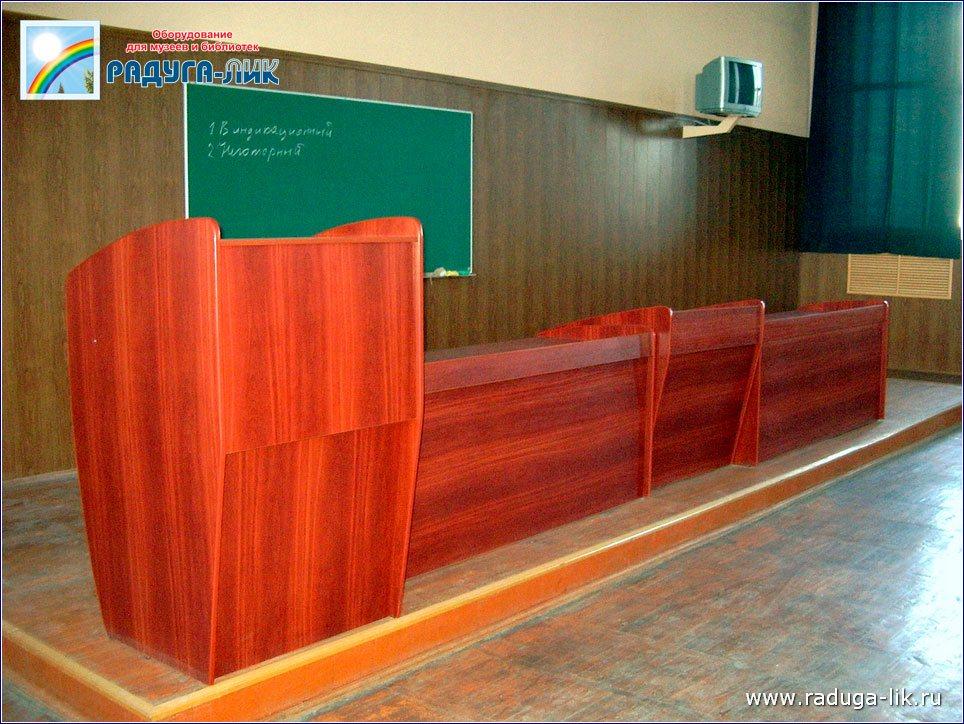 Столы президиума и столы